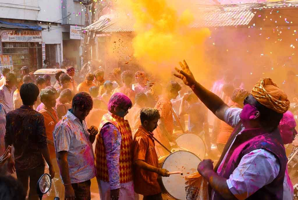 Thousands gather to celebrate Holi in Oman