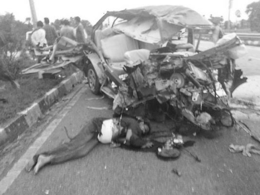 Two killed and six injured in road accident in Suryapet