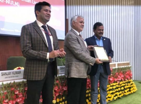 GHMC Commissioner receives Swachhata Excellence award