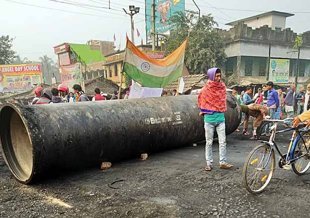 Anti-CAA protests continue in WB, road and rail blockade at several places