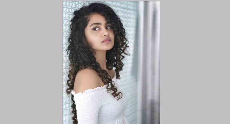 Why is Anupama Parameswaran lost in her thoughts?