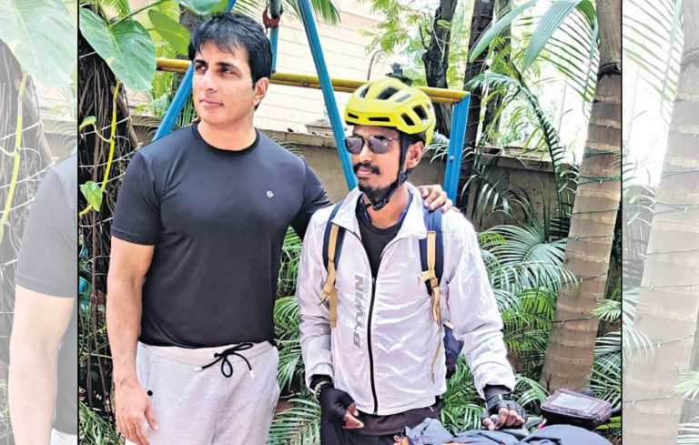 Warangal youth embarks on 'cycle yatra' as tribute to late father