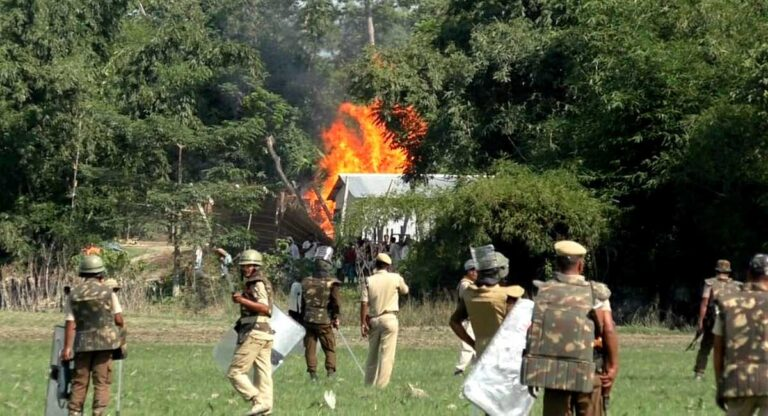 """Two killed in police firing on Assam """"encroachers"""", video shows official photographer hitting dead man"""